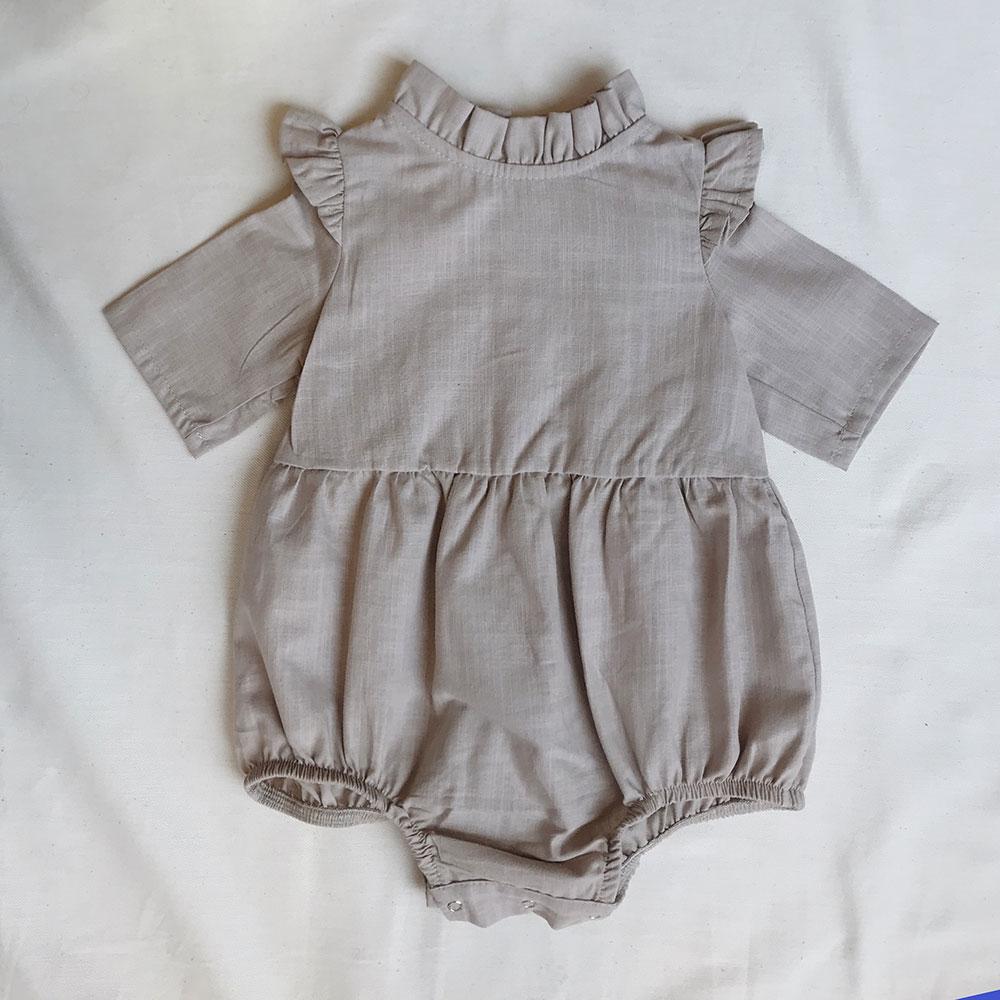 Bej Pamuk Dokuma Fırfır Yakalı Bebek Tulumu