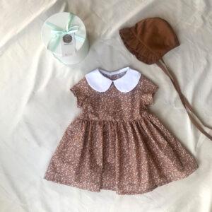 Çiçekli Bebe Yaka Elbise + Tarçın Bebek Şapkası + Dekoratif kutu